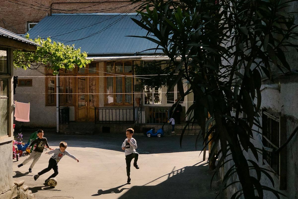 kinder spielen fußball - bild - fotografieren mit dem handy